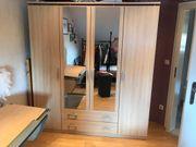 Kleiderschrank mit Spiegel in sehr