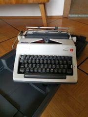 Alte Schreibmaschine zu verschenken
