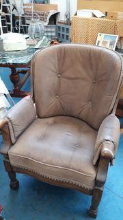 Verschiedene Stühle und Sessel