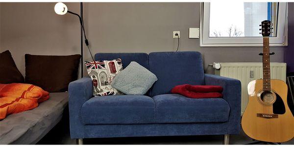 Blaues neuwertiges Stoff-2-Sitzer Sofa