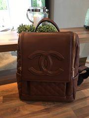 Rucksack braun mit Chanel Logo