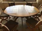 Oppulente Esszimmergruppe mit ovalem Tisch