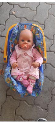 Puppe mit Babyschale