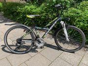 Cooles schwarz-grünes Kinder - und Jugend-Fahrrad