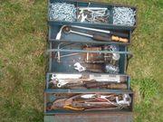 2 Werkzeug Kasten mit Werkzeug