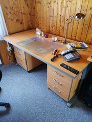 Schreibtisch mit 2 beweglichen Containern