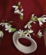 Außergewöhnliche Vase mit Textilblütenzweig