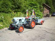 Oldtimer Traktor mit Anhänger