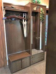 Garderobe mit Schuhschrank und Wandspiegel