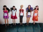 Barbies und Ken Puppen