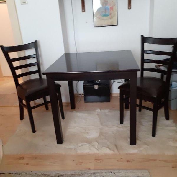 Tisch mit 2 Stühle aus Holz,