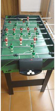 Kicker mit Billardtisch