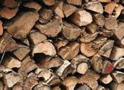 Brennholz Fichte trocken gespalten auf