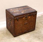 Großer antiker Louis Vuitton Koffer