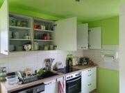 Komplette Küchenzeile mit Elektrogeräten zu