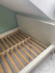 Ikea Bett mit Lattenrost