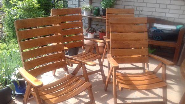 Vier Gartenstühle aus Holz