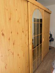 Holzschrank mit Schiebetüren - selbst abbauen