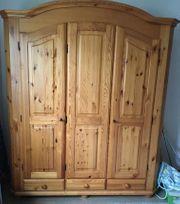 Kleider Garderobenschrank 3türig aus Massivholz