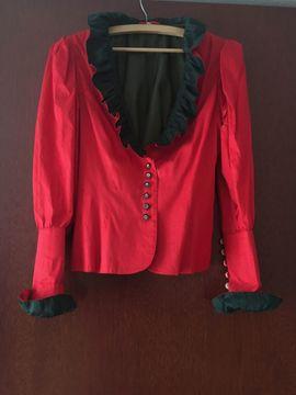 Damenbekleidung - Rotes Seiden-Trachtenkostüm und schwarzer Trachtenrock