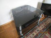 Fernsehtisch mit grauem Glas und