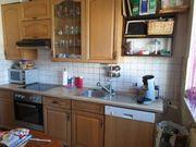 Küchenzeile mit allen E-Geräten zu