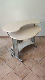 Schreibtisch mit Tastaturablage Schwenkbar