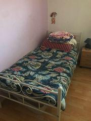 Metall Bett mit Matratze und