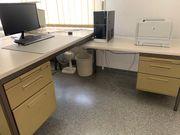 Büroeinrichtung Tische und Stühle und