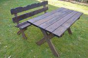 Gartentisch mit Bank aus Massivholz