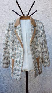 Neuwertige Boucle-Blazer in Chanel-Optik von