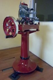 Schwungrad Aufschnittmaschine manuell mit Sockel