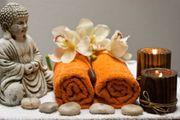 Weibliches Testobjekt für Tantra Massage