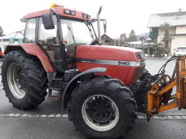 Traktor Case 5140