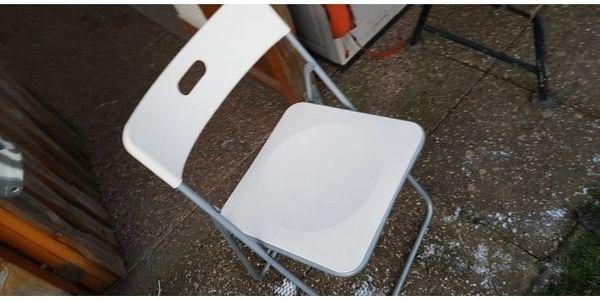 BalkonTisch mit Stühlen