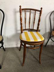 Schöner antiker Stuhl aus Holz
