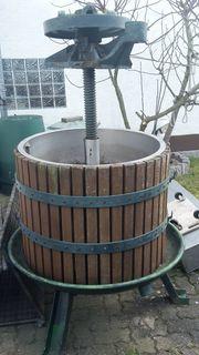 Alte Weinpresse Weinkelter