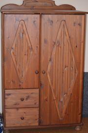 Besonderheit Mini Kleidershrank aus Holz