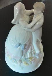 Porzellanfigur Hochzeitspaar als Spieluhr Vitrinenstück
