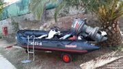 Schlauchboot mit Außenbordmotor