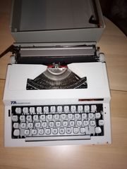 Biete Schreibmaschine zum Verkauf