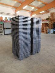 70 x Paletten Kunststoffpaletten Halbpaletten