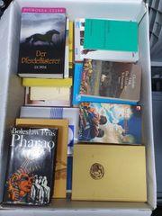 Kiste mit 42 Büchern