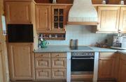 Küche aus Massivholz inklusive Kühlschrank