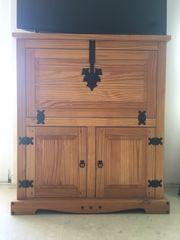 sehr schöne Holzmöbel im modernen