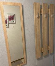 Garderobe mit Spiegel und Sitzbank
