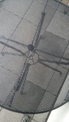 Gartentisch aus hochwertigem Metall von: Kleinanzeigen aus Ebermannstadt - Rubrik Gartenmöbel