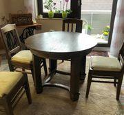 Runder Tisch mit 4 passenden