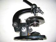 sehr gut erhaltenes Durchlichtmikroskop von