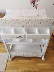 Wickeltisch mit Babybadewanne